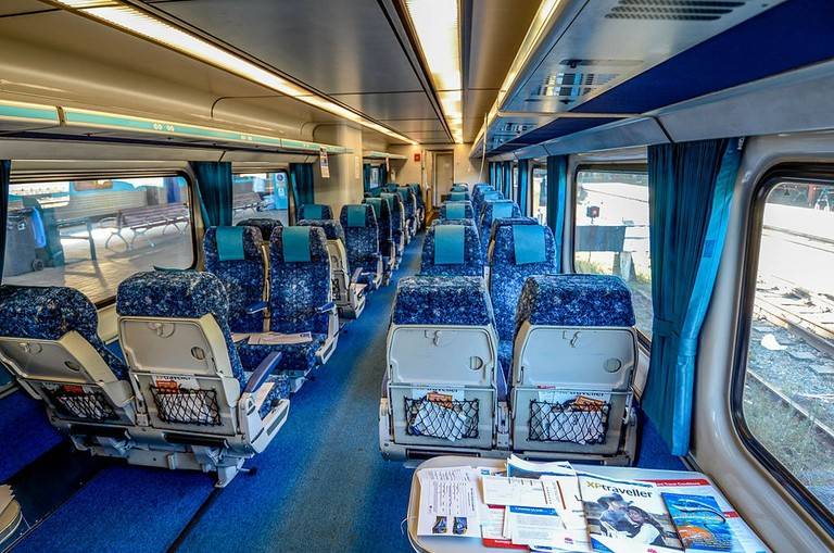The interior of the Sydney-to-Melbourne CountryLink train © Hpeterswald / Wikimedia Commons