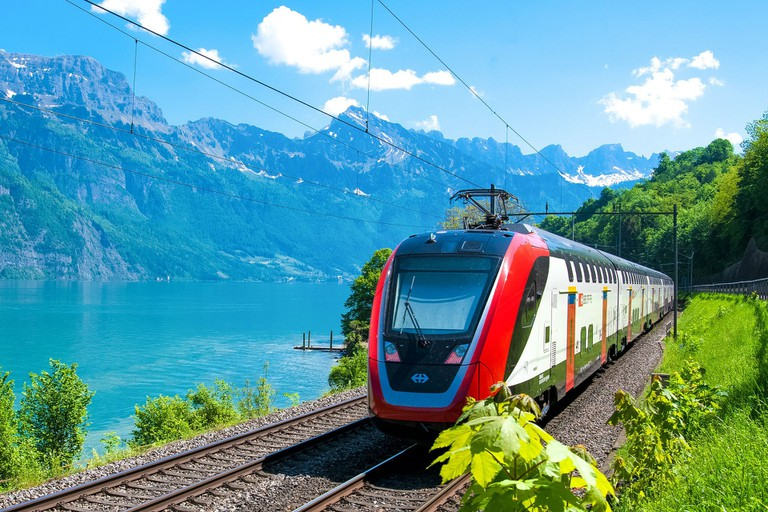 train-3396952_1920