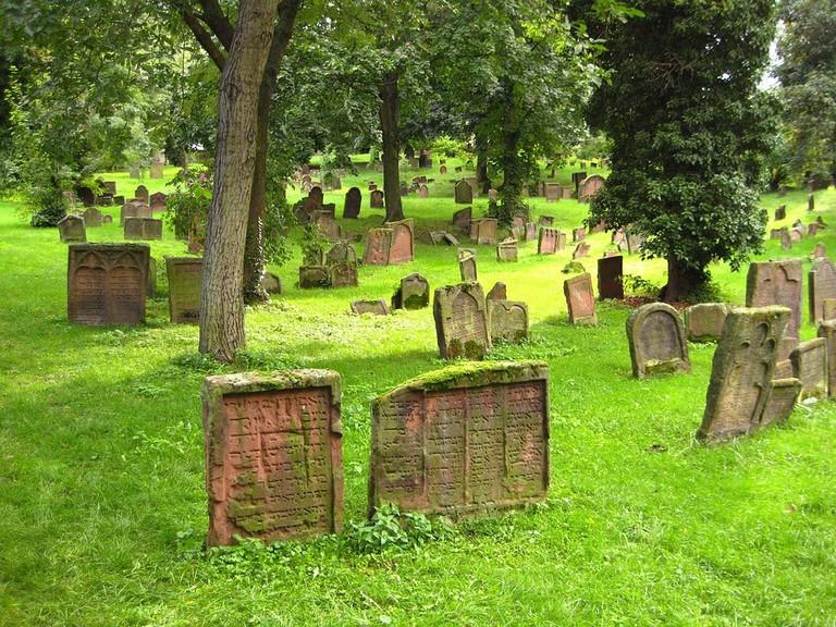 1024px-_Heiliger_Sand_,_jüdischer_Friedhof_in_Worms