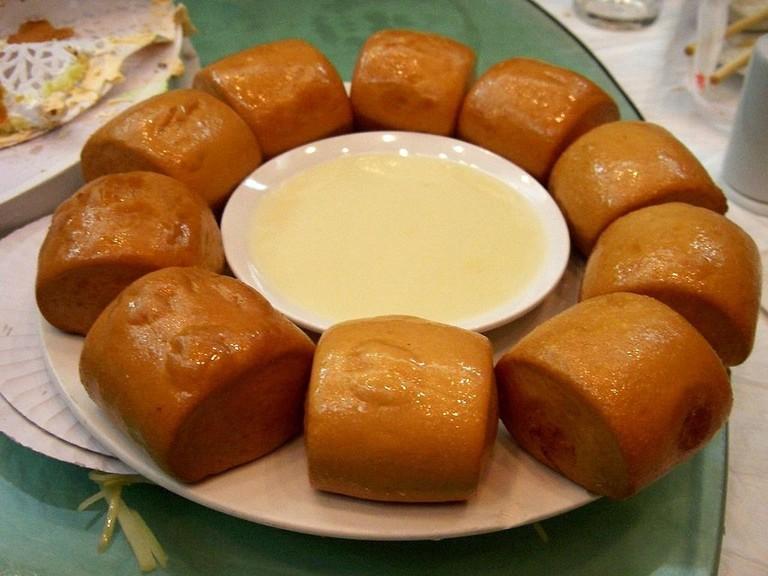 1024px-Zha_mantou_-_Chinese_dessert