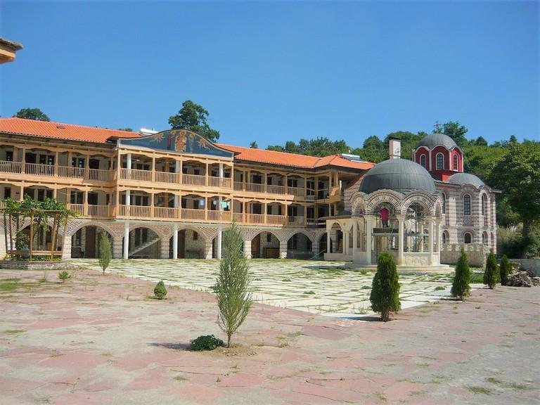 1200px-Gigintsi_Monastery1