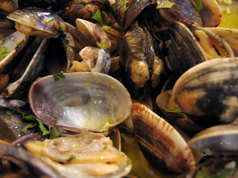 Portuguese-style clams