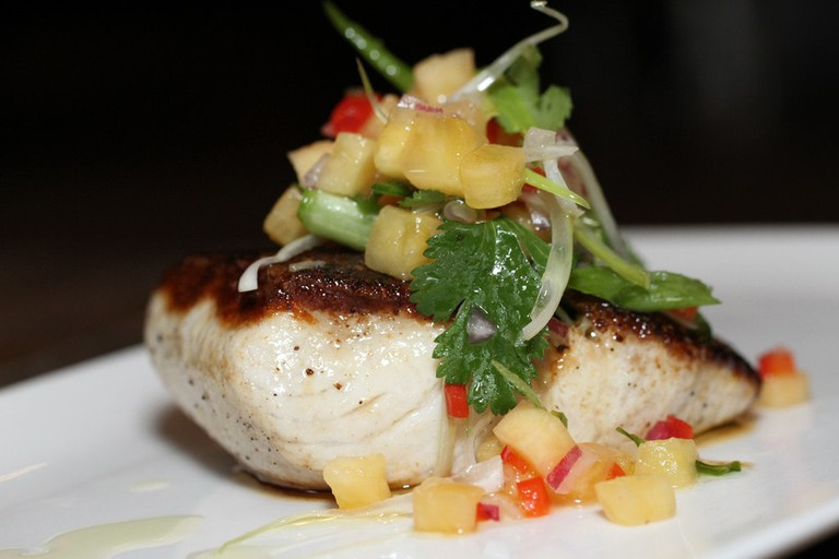 Mahi mahi with mango salsa | © Hungry Dudes/Flickr