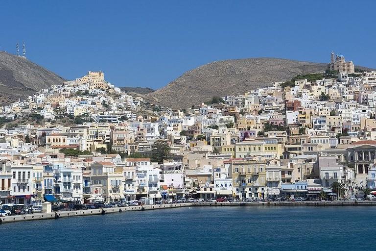 800px-Syros_Ano_Syros_u_Ermoupolis140707
