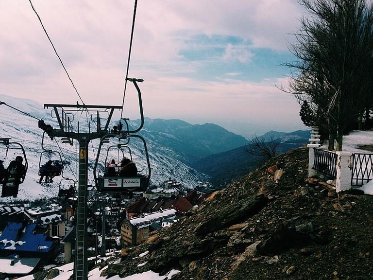 800px-Teleférico_de_Sierra_Nevada_y_vista_de_las_montañas (1)