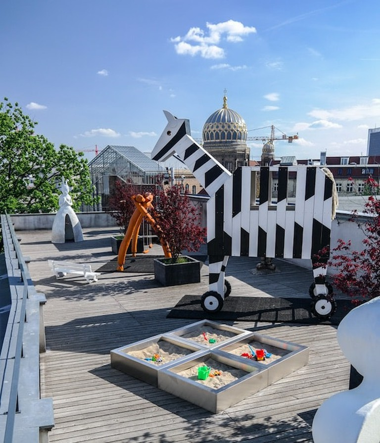 A view of the Rooftop Playground | © Michael Fuchs Galerie : Courtesy of Constance Breton