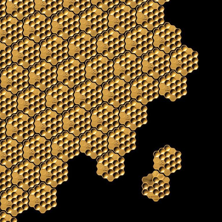arthur-analts-honeycomb-coin-3