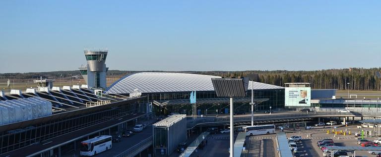 Helsinki-Vantaa_Airport_Terminal_2_from_scenic_terrace