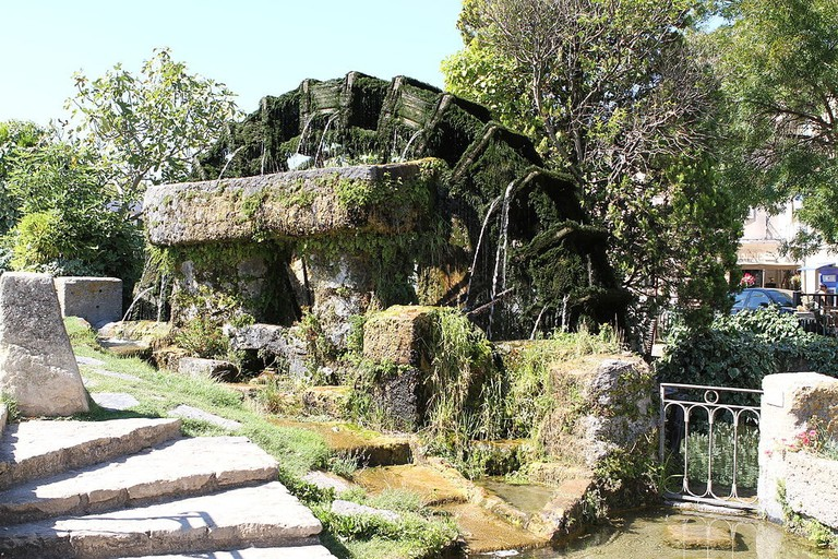 An old water mill in L'Isle-sur-la-Sorgue |© Georges Seguin / WikiCommons