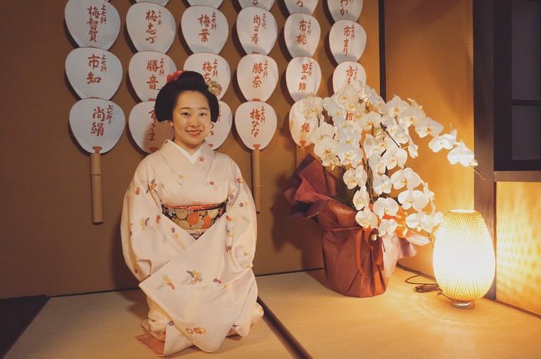maiko without make up in Kamishichiken ochaya-min