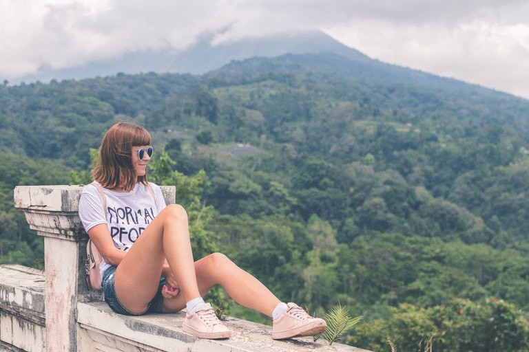The ideal outfit to wear when exploring Bali is a T-shirt, shorts and sneakers.