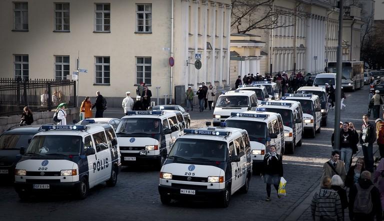 Police_vans_Helsinki