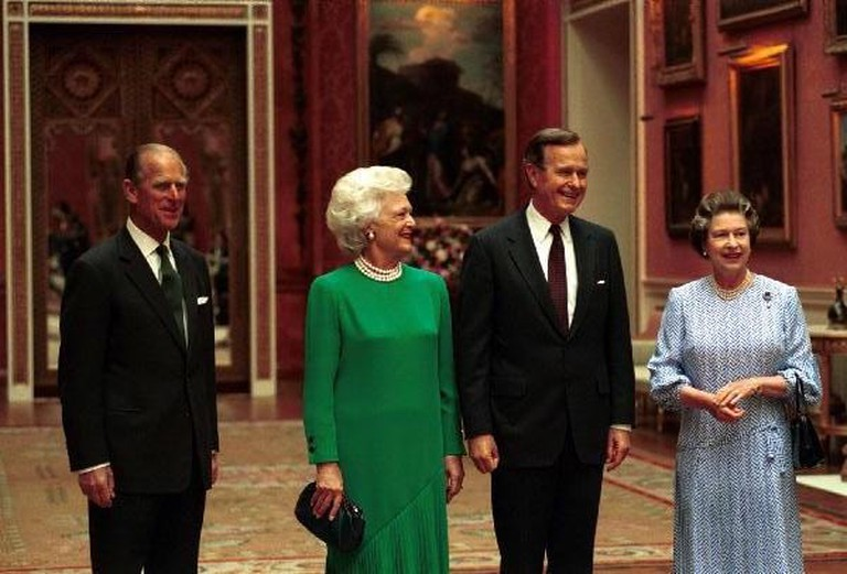 President and Mrs. Bush arrive Buckingham Palace