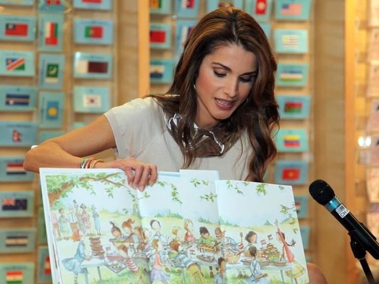 Queen Rania reading