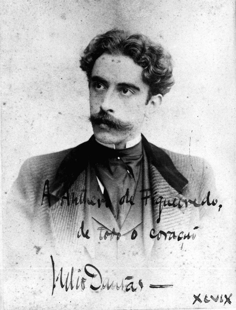 Retrato_de_Júlio_Dantas,_com_uma_dedicatória_sua_a_Antero_de_Figueiredo,_1899