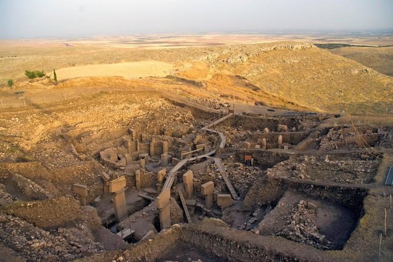 Vue prise du sud vers la zone d''excavation principale (Southeast-Hollow); Building D à l''avant-plan, Building C à gauche, Building B et Building A en arrière-plan à droite