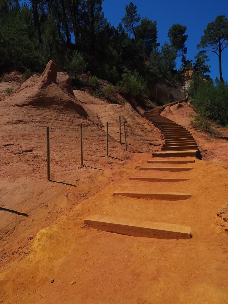 Walk the Ochre Trail in Roussillon |© Hans / Pixabay