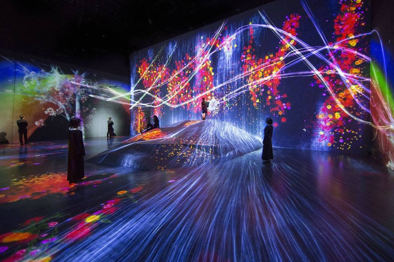teamLab, Universe of Water Particles on a Rock where People Gather. Exhibition view of MORI Building DIGITAL ART MUSEUM: teamLab Borderless, 2018, Odaiba, Tokyo
