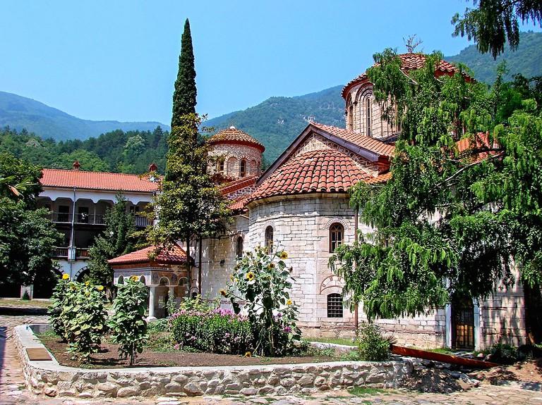 1200px-Bachkovo_monastery_inside1