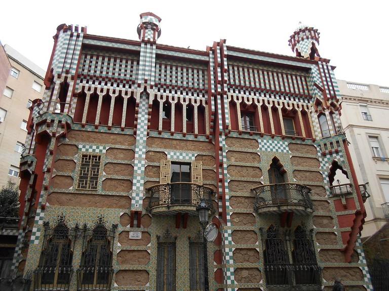 1200px-Gaudí_-_Casa_Vicens
