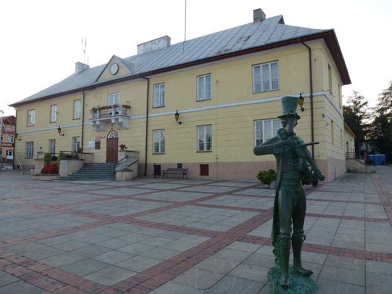 Cricket statue in Szczebrzeszyn   © Lysy / WikiCommons