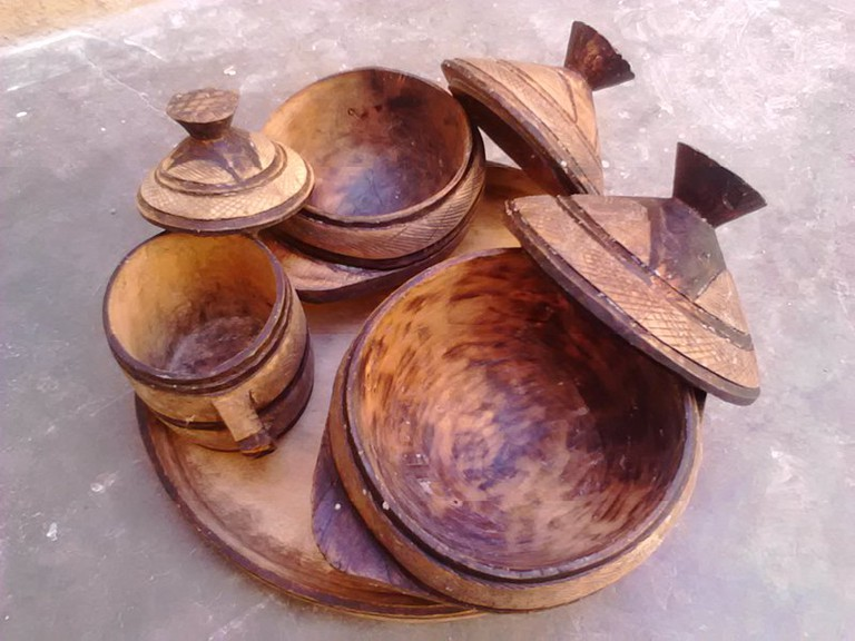 800px-Hausa_ancient_Food_Flask,_tray,_and_Cup