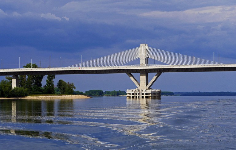 danube-bridge-1466468_1280