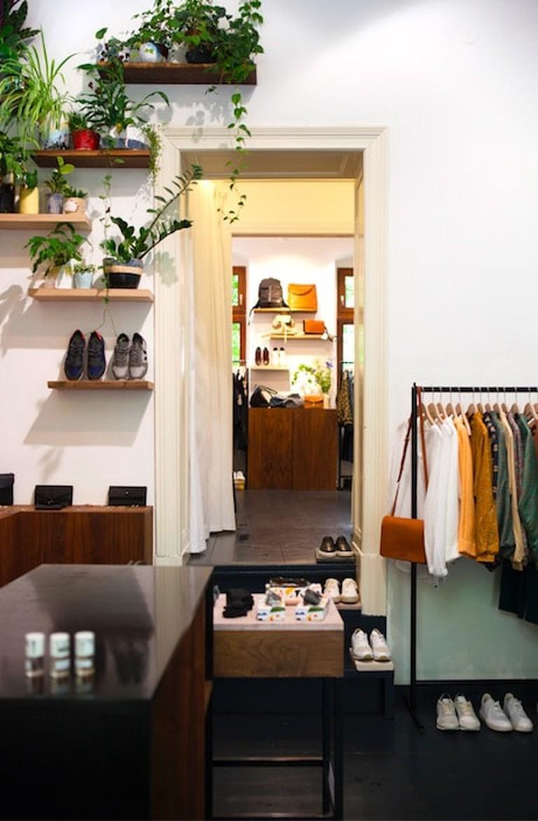 Inside Moeon store   © Moeon