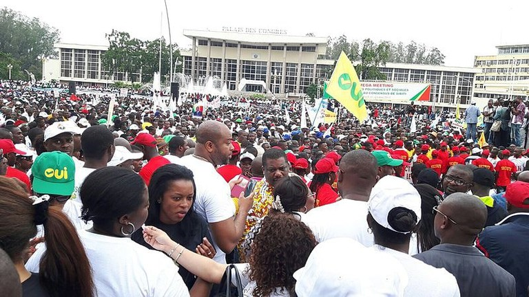 Pro-constitutional_reform_demonstration_in_Brazzaville_-_2015-10_(21518932913)