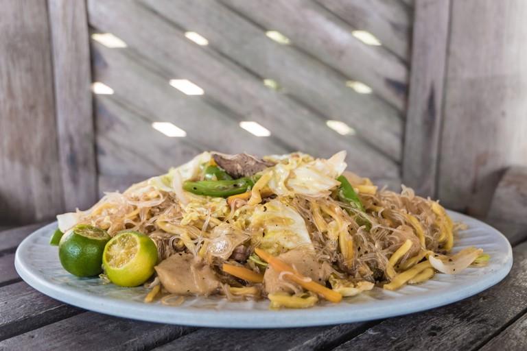 Miki Bihon Pancit Guisado, Filipino food