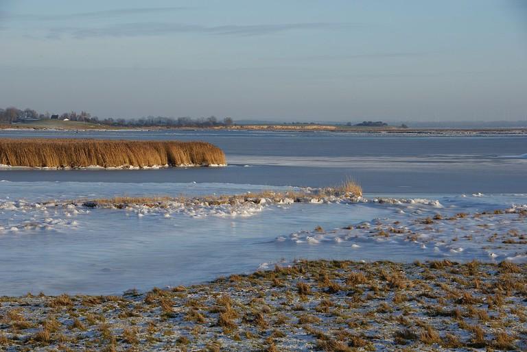 1280px-Poel_Island_Baltic_Sea_in_winter_2
