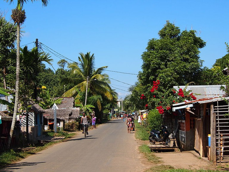 800px-Sainte_marie_Madagascar_paved_road