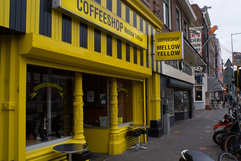 Mellow Yellow, Amsterdam's oldest coffeeshop, closed down due to new restrictions in early 2017