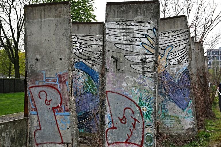 berlin-wall-566632_1280