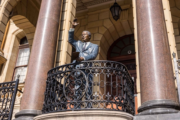 Nelson Mandela statue at Cape Town City Hall