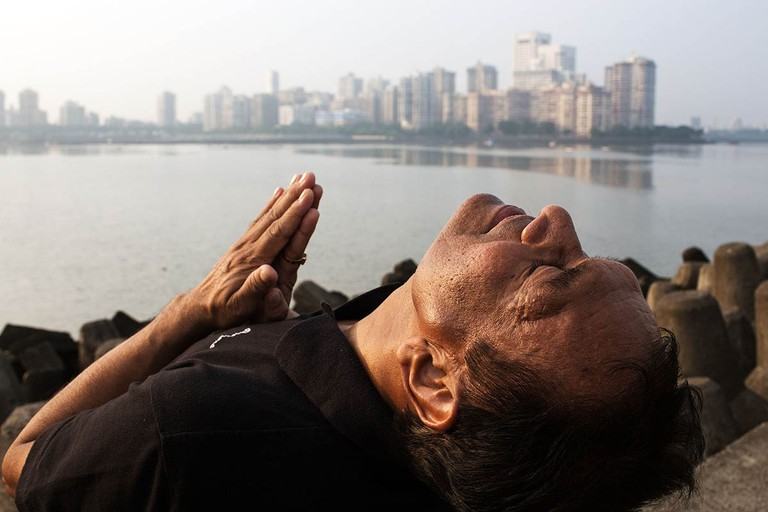 india_mumbai_nariman_point_marine_drive_morning_bombay_fitness_yoga_sun