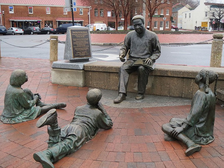 Kunta_Kinte_Alex_Haley_Memorial_(21601264555)