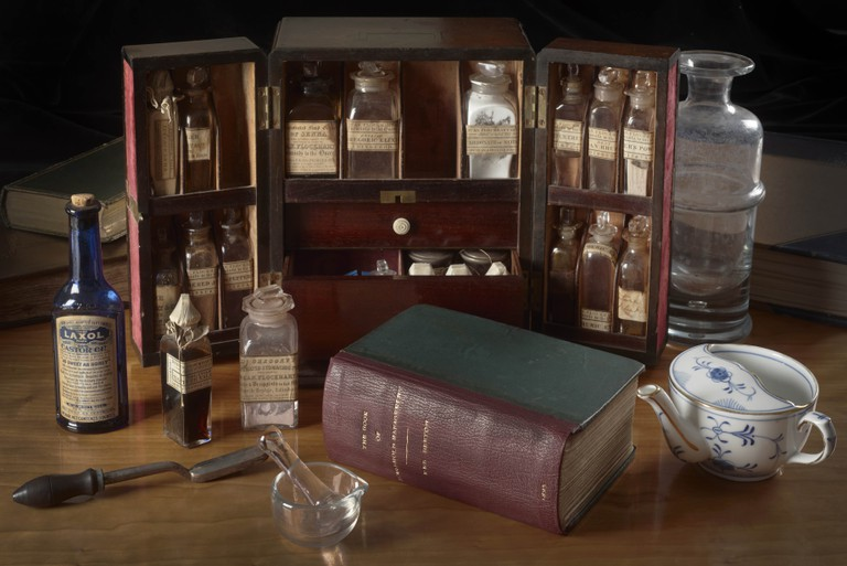 Medicine chest, 19th century with Mrs Beeton's Book of Household Management (1895), photography by John Chase (c) Royal College of Physicians - high resolution