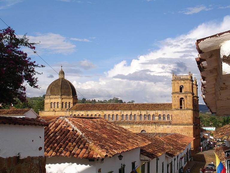 Panoramica_Costado_de_Iglesia_de_Barichara_-_panoramio