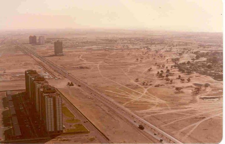 Sheikh_Zayed_Road_in_1990