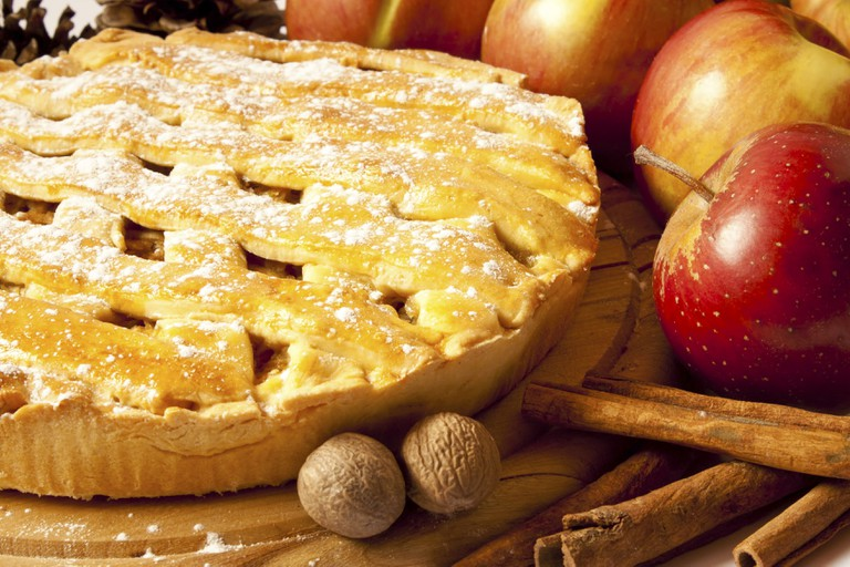 One of the traditional American desserts: apple pie.