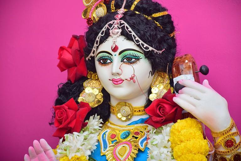 1024px-Bengali_dwivuja_saraswati
