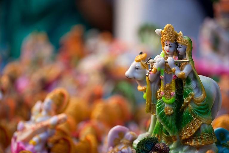 1024px-Radhe_Krishna_-_Navarathri_Golu_Dolls_(15454637551)