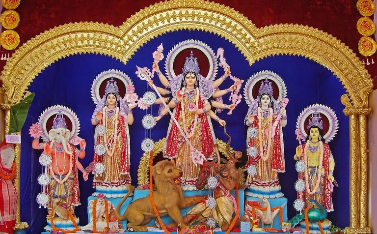 1280px-Durga,_Burdwan,_2011