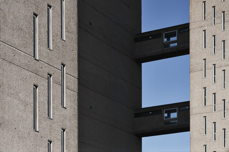 Balfron Tower exterior 02- Colour