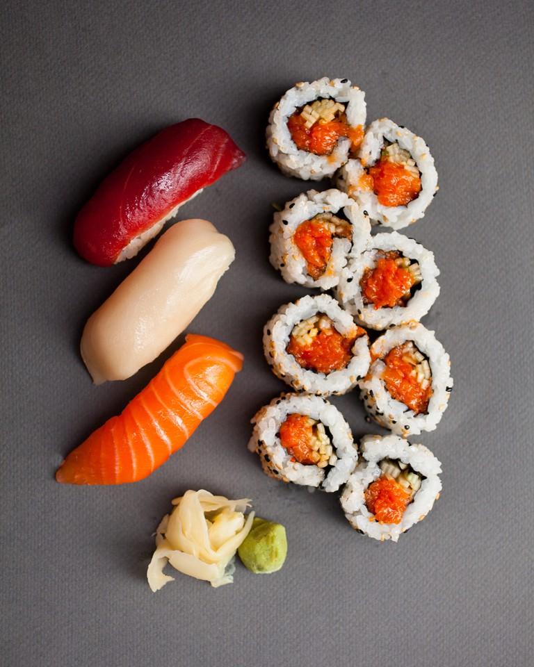 Bigeye Sushi bento-Combo w sriracha salmon roll