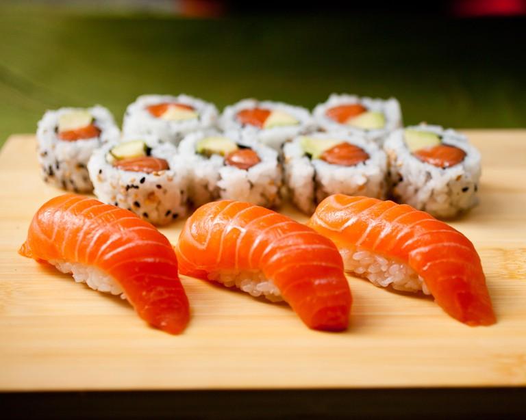 Bigeye Sushi bento-Salmon w salmon-avocado side2