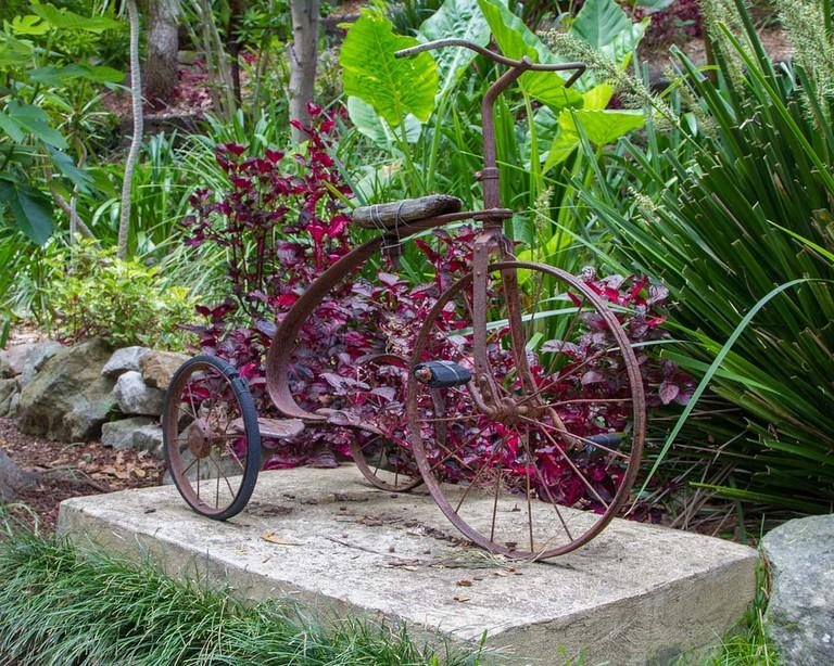 Bike sculpture in Wendy's Secret Garden © Teresa Parker / Flickr