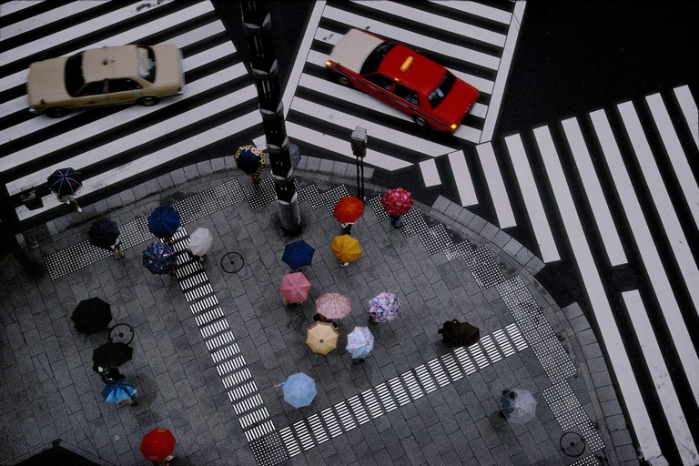 'Crossing in the Ginza district'(1996) by Harry Gruyaert in Tokyo, Japan