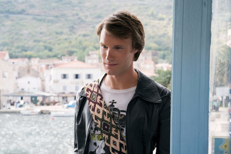 Hugh Skinner stars as an unspontaneous Young Harry